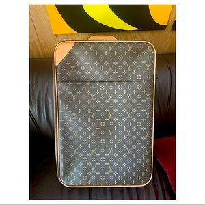 Louis Vuitton 24x16x8 Carry On Luggage Bag